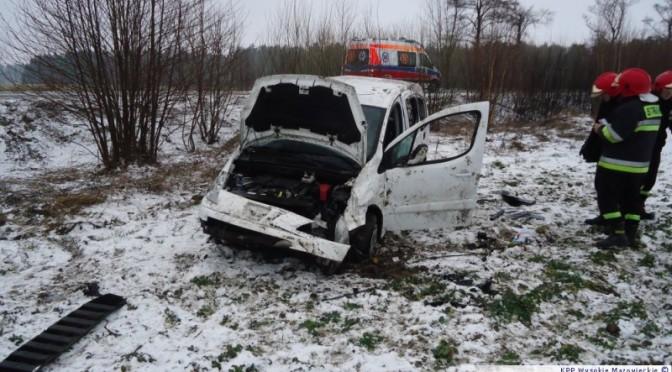 Mazury: Peugeot dachował, mężczyzna w szpitalu