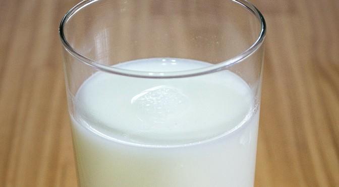 REM apeluje do społeczeństwa: Pijmy mleko o 3,5% zawartości tłuszczu